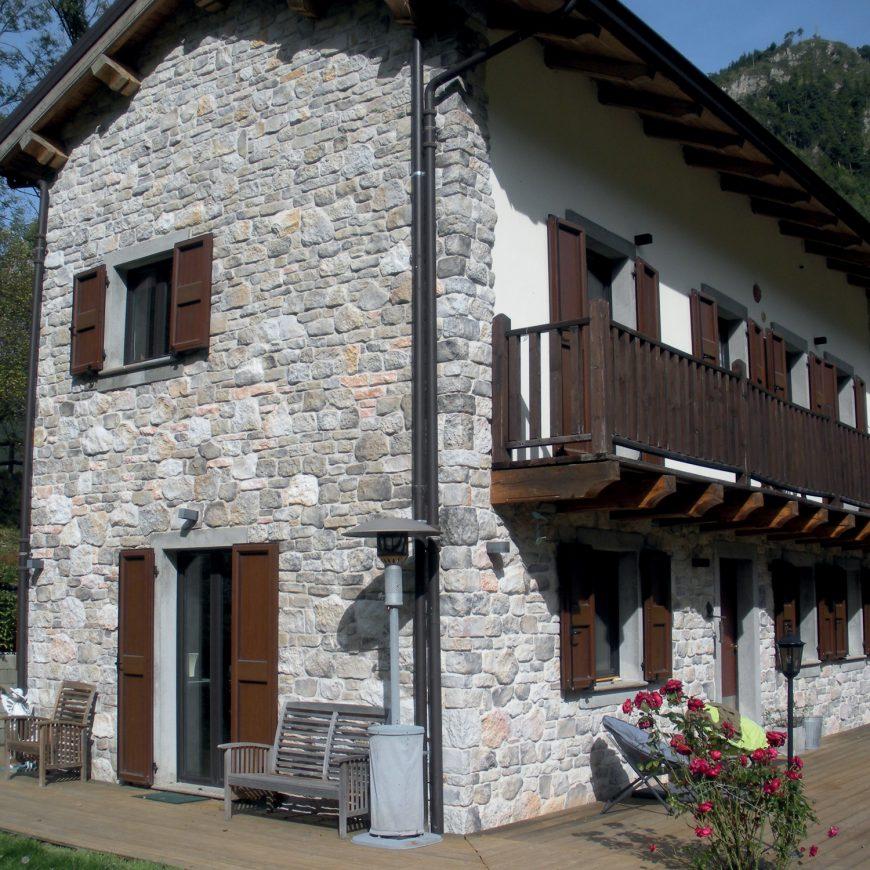 Roccia Granito 70% - Stelvio 602 Bianco 10% - Stelvio Granito 15% - Listello Toscana Beige 3 cm 5%