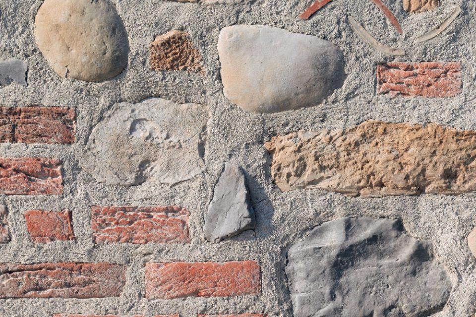 Mix Borgo antico: Stelvio Granito 30%, Ciottolo River Granito 15%, Listello Toscana Rosso 30%, Roccia S44 Castagno 15%, Mattone Antico Beige 10%
