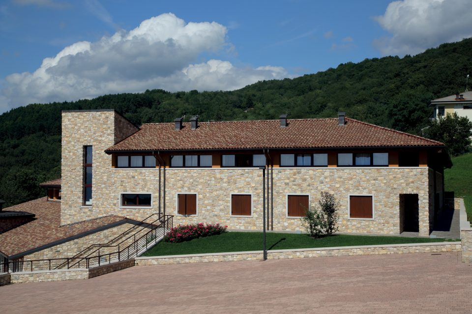 Stelvio Granito 90% - Listello Toscana Beige 3 cm 10%